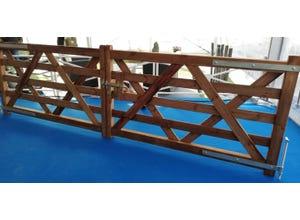 Portail western/pin traité classe 4 marron 2x2m haut. 1,20m