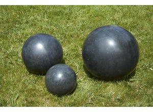 Boule granit noire polie 20 cm