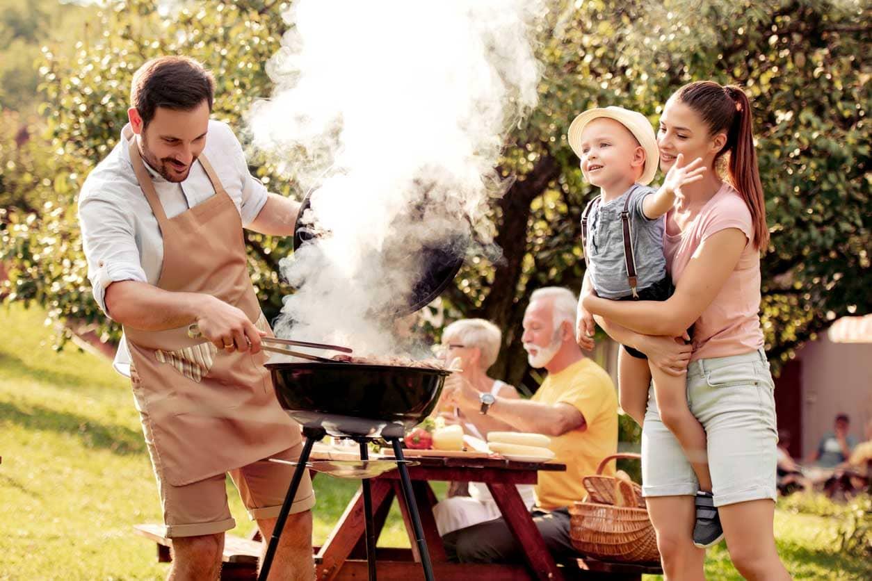 repas barbecue en famille