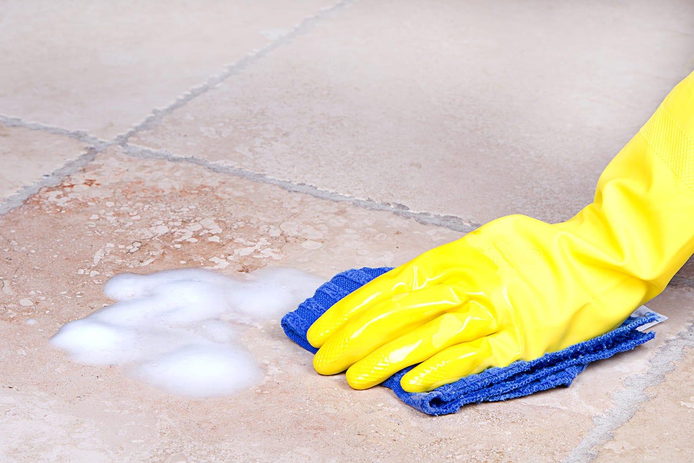 nettoyage terrasse à la main