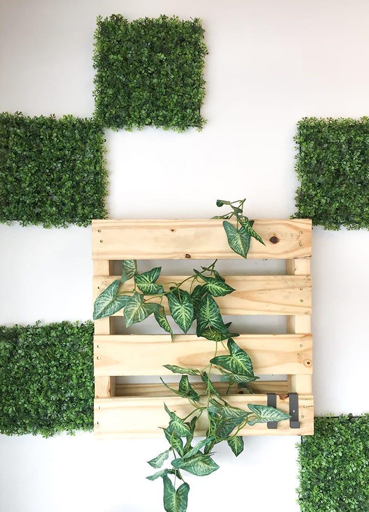 porte-plante mural en palette