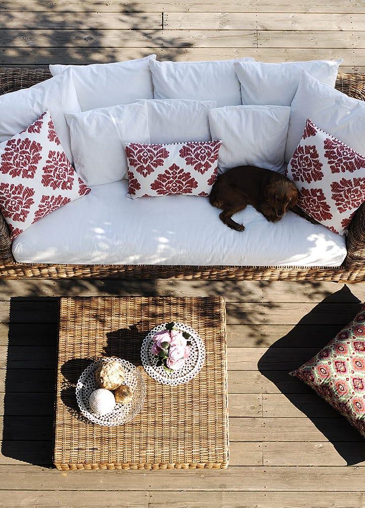 terrasse en bois avec salon de jardin